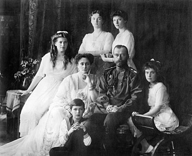 390px-Family_Nicholas_II_of_Russia_ca._1914